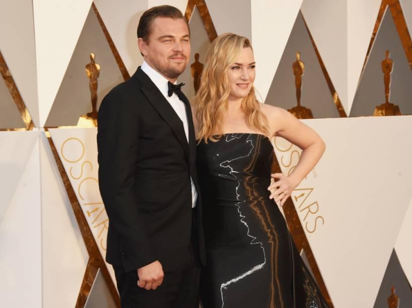 Kate Winslet e Leonardo DiCaprio roubam a cena no tapete vermelho do Oscar 2016