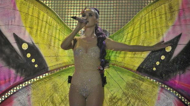 A cantora Katy Perry vestida de borboleta durante o prêmio MuchMusic
