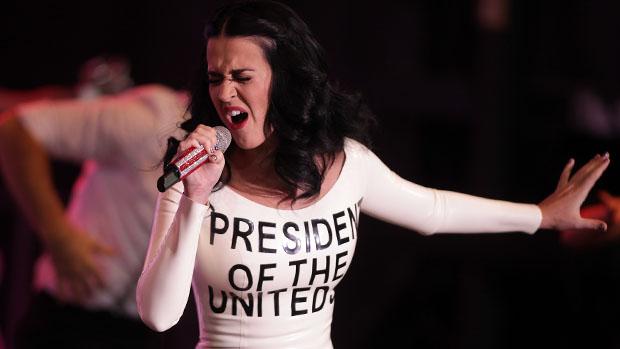 Katy Perry se apresenta durante campanha de Barack Obama