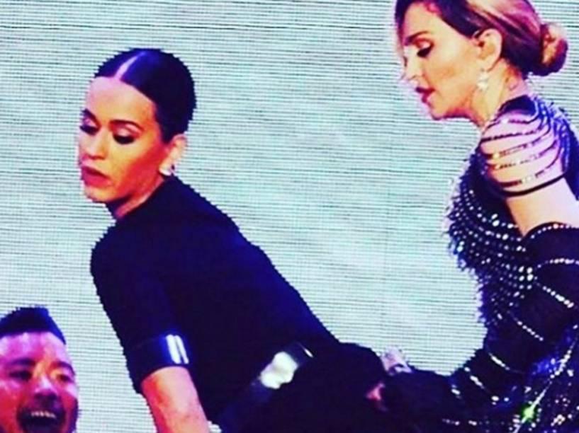 Katy Perry participa de show de Madonna