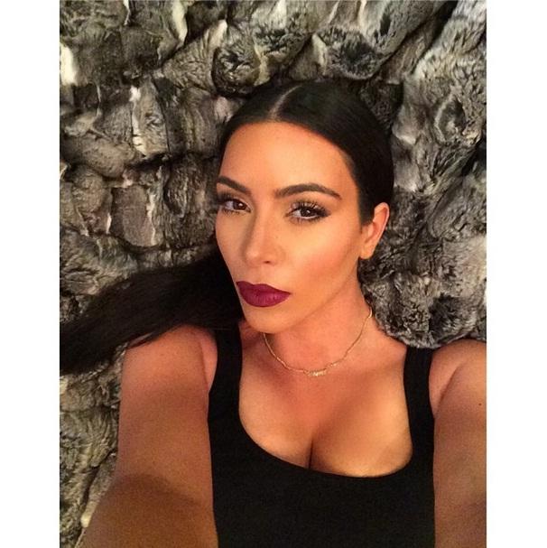 Kim Kardashian, a Rainha das Selfies, publica livro Kim Kardashian Selfish