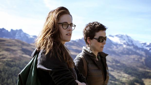 Kristen Stewart e Juliette Binoche no filme Acima das Nuvens