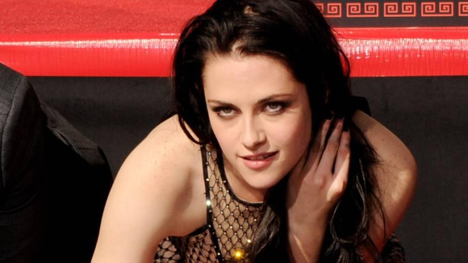 A atriz Kristen Stewart durante cerimônia no Graumans Chinese Theatre em Los Angeles