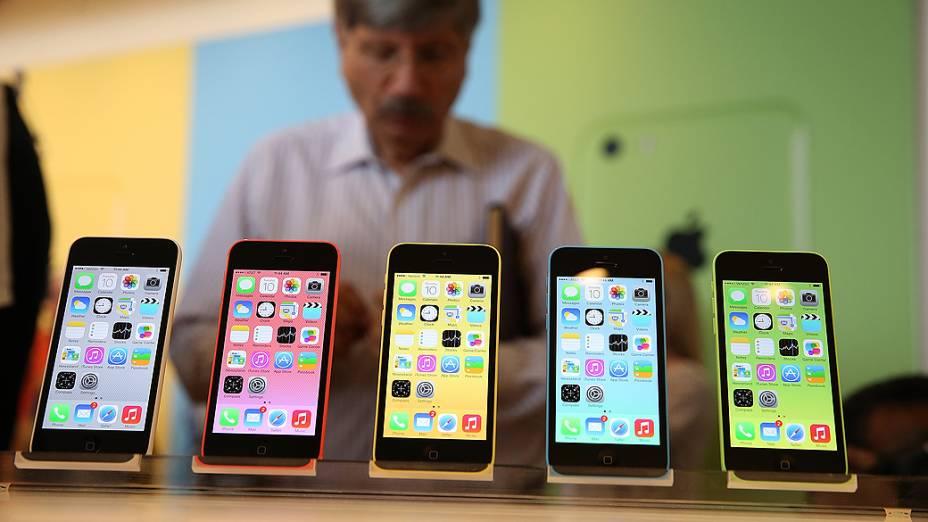 Novo iPhone 5C, apresentado durante evento da Apple em Cupertino, Califórnia