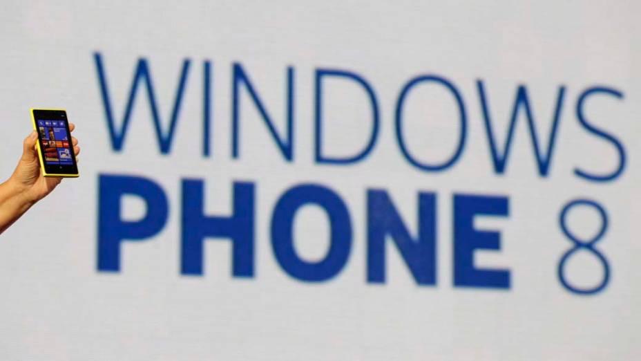 Jo Harlow, vice-presidente executivo da Nokia, apresenta o novo smartphone Lumia 920 com sistema operacional Microsoft Windows 8 em evento de lançamento em Nova York