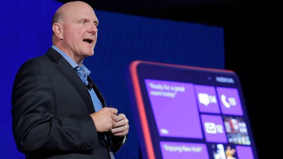 <br><br>  CEO da Microsoft, Steve Ballmer fala no lançamento do novo smartphone Nokia Lumia 920 com sistema operacional Microsoft Windows 8 em evento em Nova York<br><br>