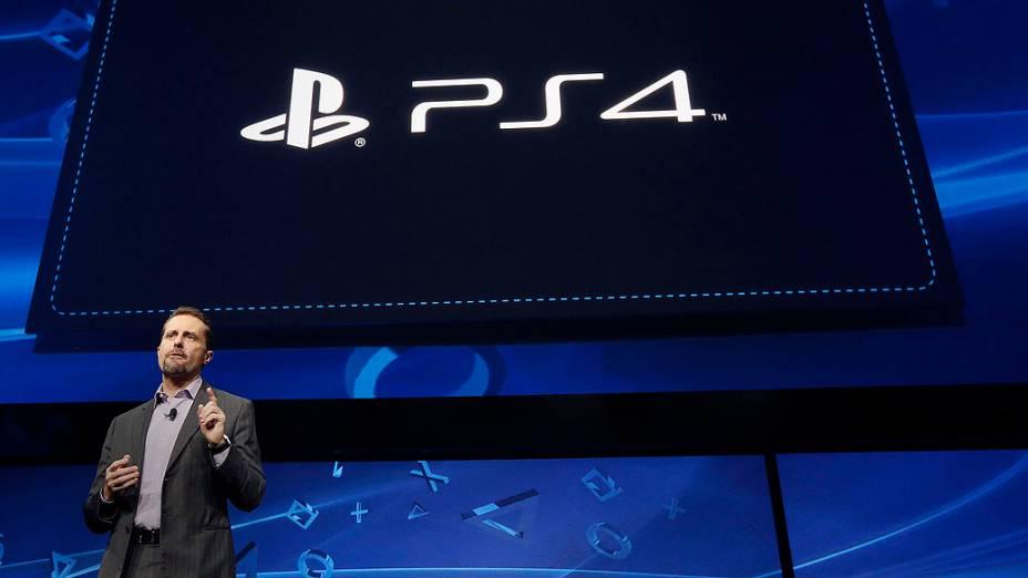 Andrew House, presidente e diretor-executivo da Sony Computer Entertainment, anuncia novo PlayStation 4 nos EUA