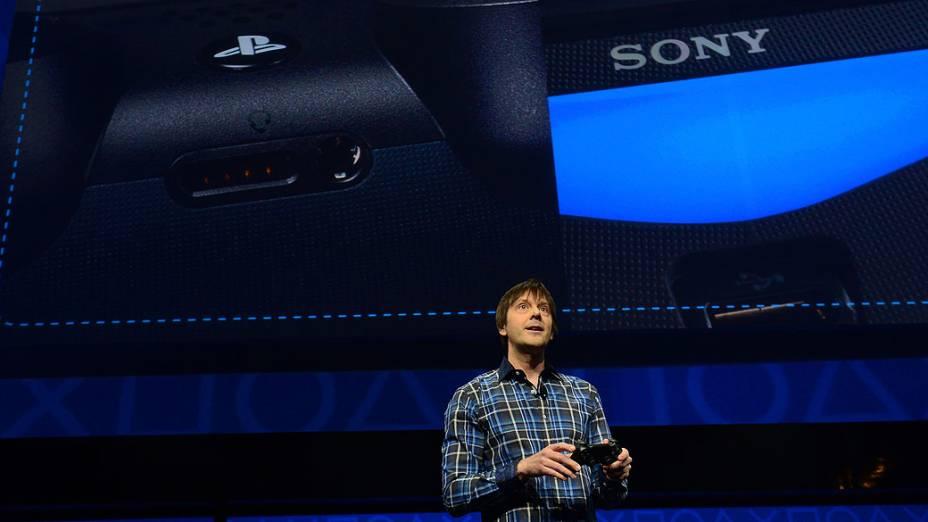 O designer de games Mark Cerny apresenta a nova plataforma do Playstation 4, em Nova York
