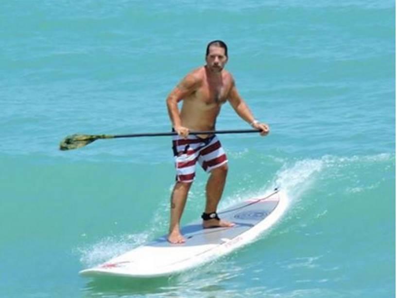 Leandro Hassum surfa em Natal, Rio Grande do Norte