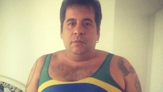 Leandro Hassum usa regata sexy para torcer para o Brasil na Copa do Mundo 2014.