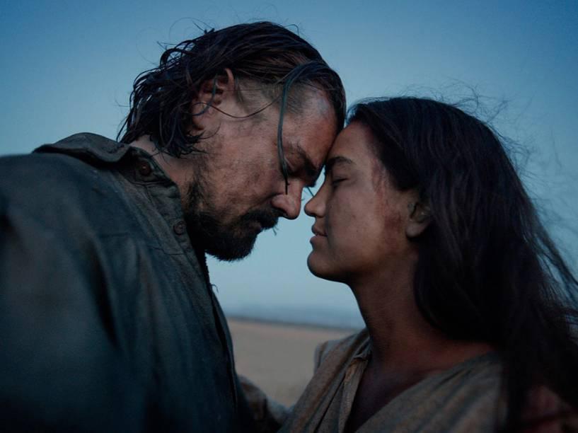 Leonardo DiCaprio e Grace Dove no filme O Regresso