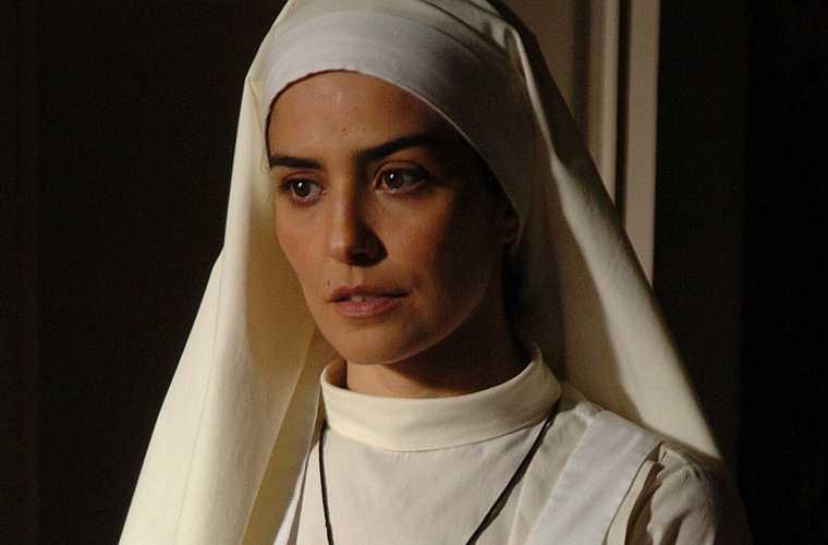 Como a freira Lavínia, na novela Páginas da Vida, de Manoel Carlos, em 2006.