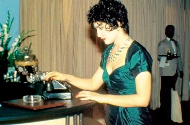 No papel de Salete, na misserie Agosto, da Rede Globo, em 1993.