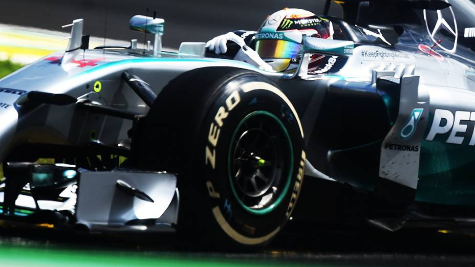 Lewis Hamilton da Mercedes ficou em segundo lugar no GP Brasil
