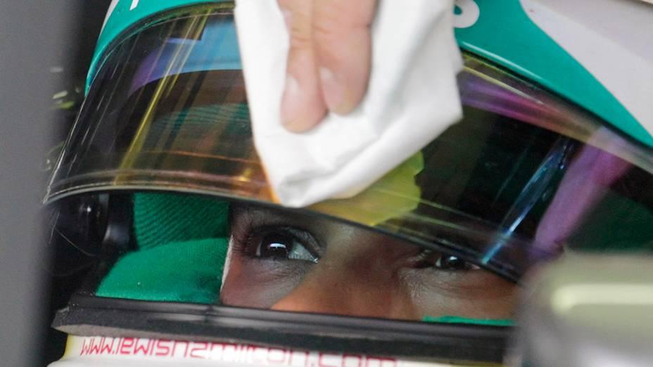 O piloto da Mercedes, Lewis Hamilton, durante treino do GP da Áustraia, em Spielberg