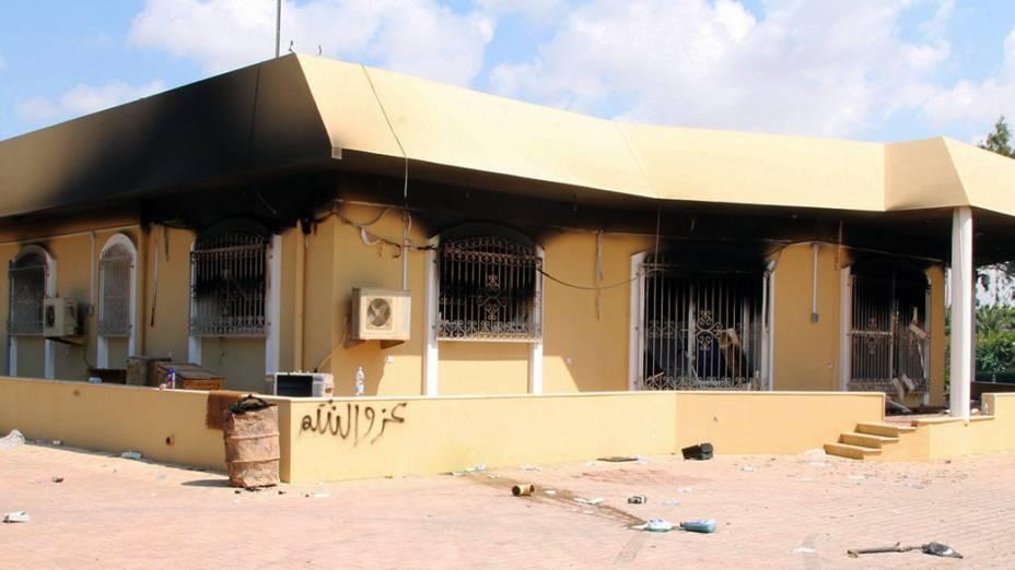 Consulado dos Estados Unidos em Benghazi, na Líbia, depois do ataque na madrugada desta quarta-feira. O embaixador dos Estados Unidos na Líbia, J. Christopher Stevens, e três funcionários americanos morreram no ataque