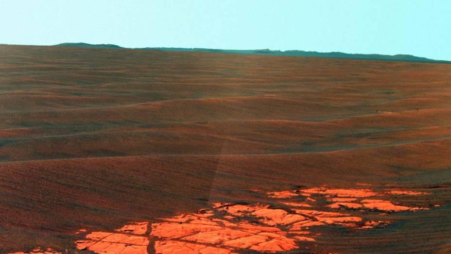 <p>Outra fotografia tirada pelo Opportunity, no dia 28 de abril de 2010, dessa vez no limite da cratera Endeavor, destino final após anos de exploração no planeta.</p>
