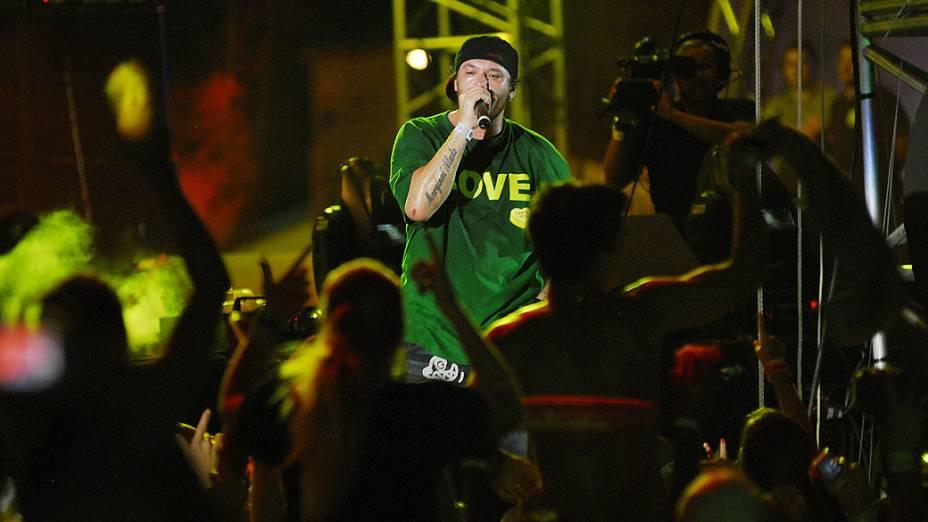 Chorão, vocalista da banda Charlie Brown Jr. no festival Planeta Atlântida 2010, na Praia de Atlântida, no Litoral Norte do RS