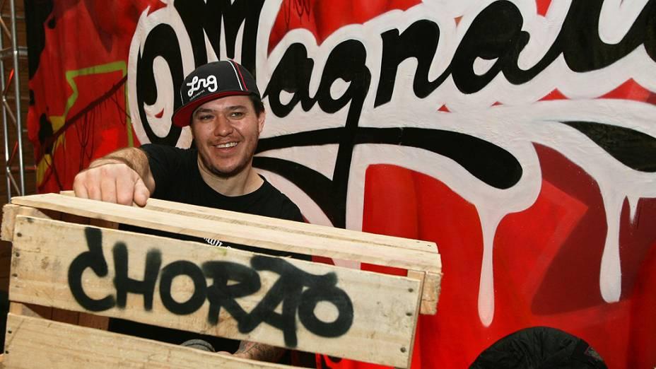 Chorão, vocalista da banda Charlie Brown Jr., durante entrevista de divulgação de seu filme O Magnata, no Hotel Unique, em São Paulo
