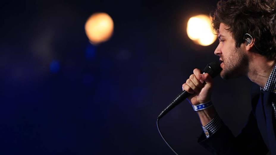 O vocalista Michael Angelakos do Passion Pit durante o primeiro dia do Lollapalooza, em São Paulo