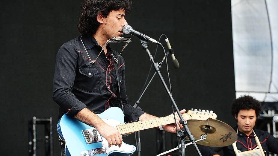 A banda Perrosky abre o festival Lollapalooza, em São Paulo