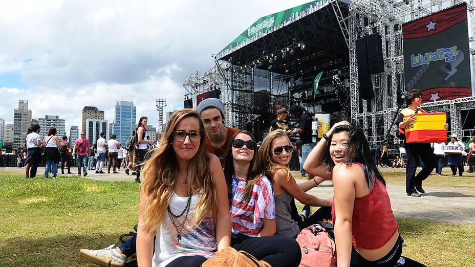 Público no show da banda Perrosky no festival Lollapalooza, em São Paulo