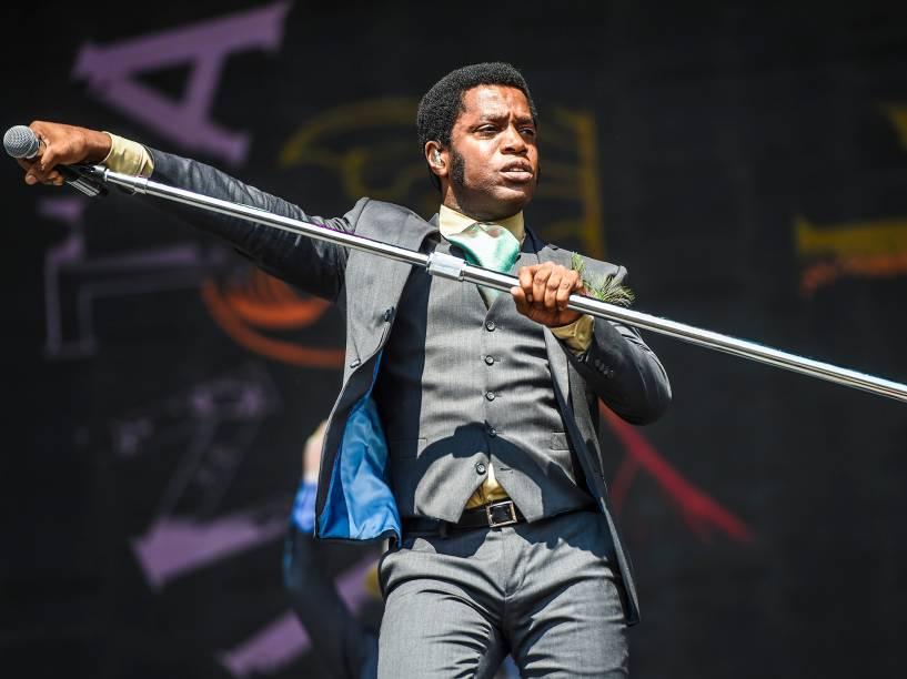Ty Taylor, vocalista da banda Vintage Trouble, durante o apresentação no Lollapalooza 2016