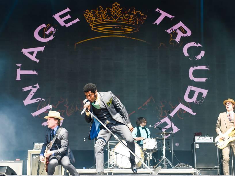 A banda Vintage Touble anima o público no primeiro dia do Lollapalooza 2016, em São Paulo