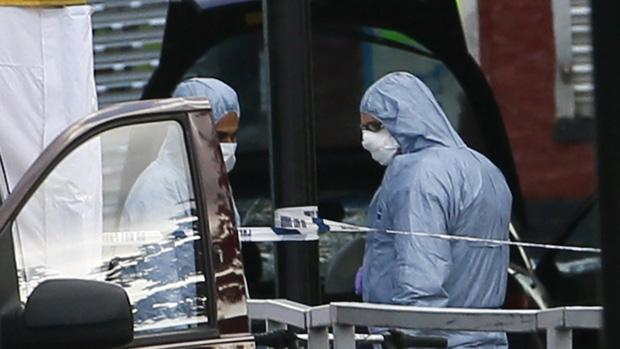 Equipe de investigação atua no local onde soldado foi atacado em Woolwich, Londres