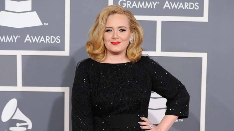 A cantora Adele, grande vencedora da 54ª edição do Grammy Awards em Los Angeles, na Califórnia