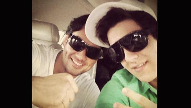 Luan Santana com seu personal trainer, Gutão