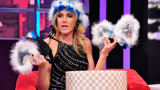 Ana Hickmann no talk show <em>Luciana By Night</em>, da RedeTV!