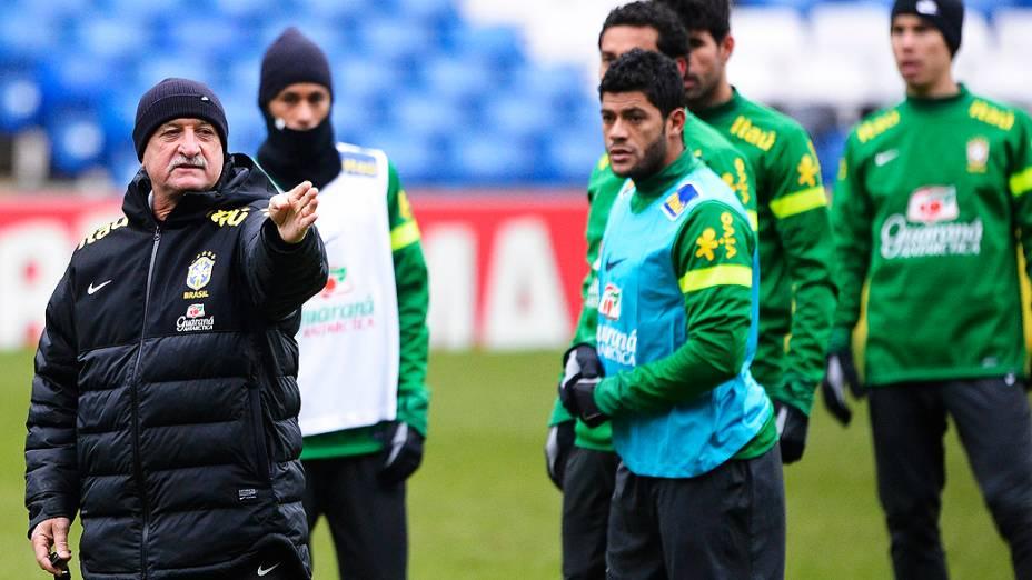 No único treino do Brasil em Londres, o técnico Luiz Felipe Scolari comandou uma atividade em campo reduzido na tarde deste domingo (24) no Stamford Bridge<br>  <br>  <br>  <br>  <br>