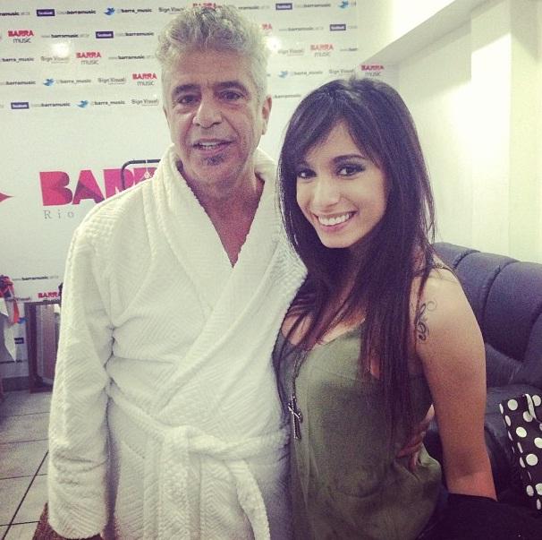 Anitta tieta o cantor Lulu Santos