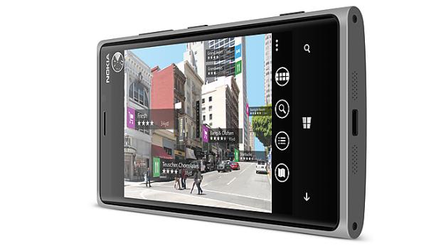 Nokia Lumia 920 sendo utilizado como um player de vídeos