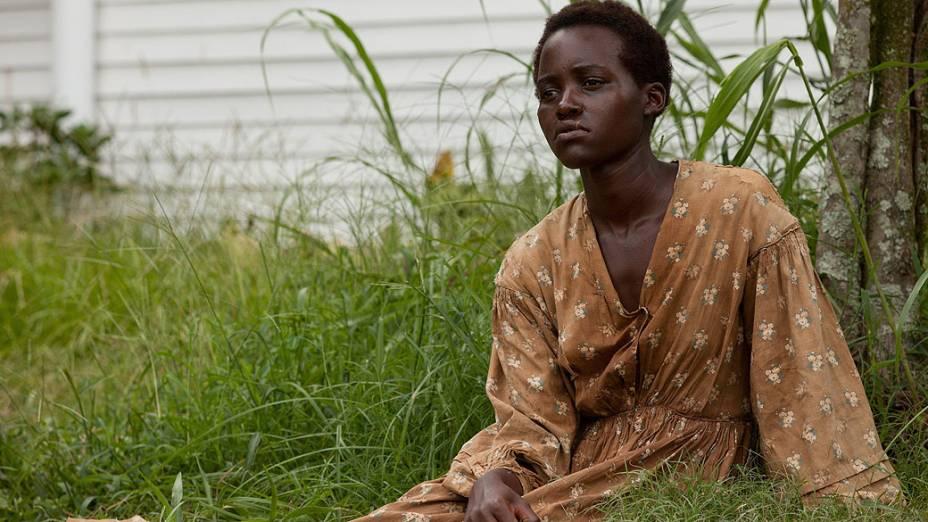 Lupita Nyongo em cena de 12 Anos de Escravidão