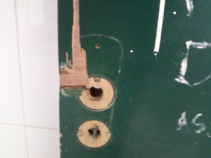 No dia 11 de julho, Isadora publicou foto da porta do banheiro feminino da escola, que estava sem fechadura