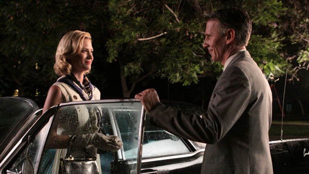 Betty Draper (January Jones) e Henry Francis (Christopher Stanley), no seriado Mad Men