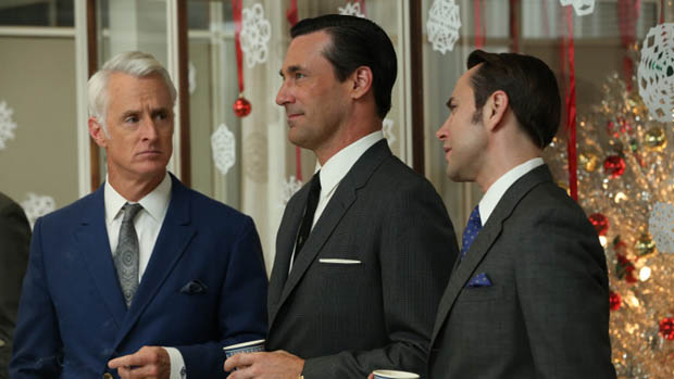 Roger Sterling (John Slattery), Don Draper (Jon Hamm) e Pete Campbell (Vincent Kartheiser), no seriado Mad Men