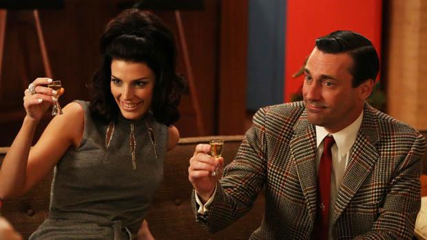Megan Draper (Jessica Pare) e Don Draper (Jon Hamm), no seriado Mad Men