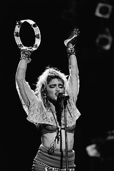 """Madonna durante """"The Virgin Tour"""" em Nova York, em 1985"""
