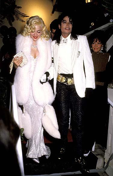 Madonna e Michael Jackson chegam à festa em Hollywood, Califórnia, em 1991