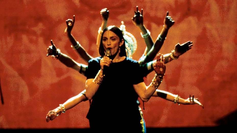 Madonna se apresenta durante o Video Music Awards em Los Angeles, em 1998