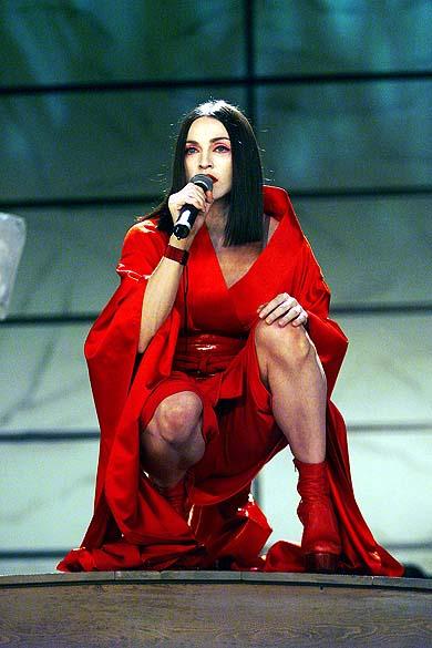 Madonna se apresenta no 41º Grammy Awards, em Los Angeles, em 1999