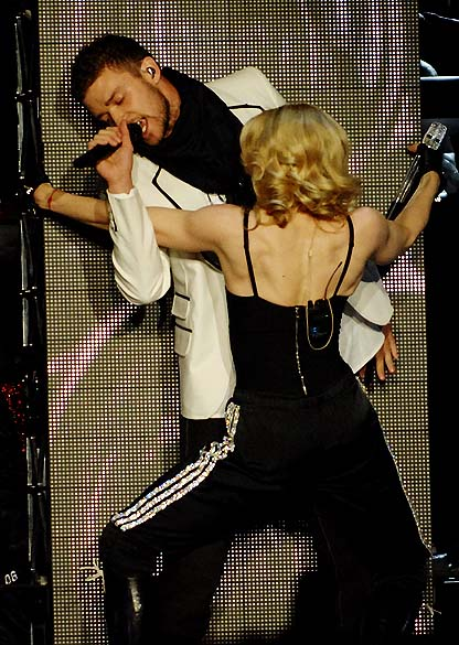 Madonna e Justin Timberlake durante show
