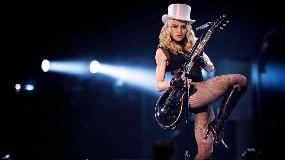 Madonna durante a turnê Sticky and Sweet em Londres, em 2008