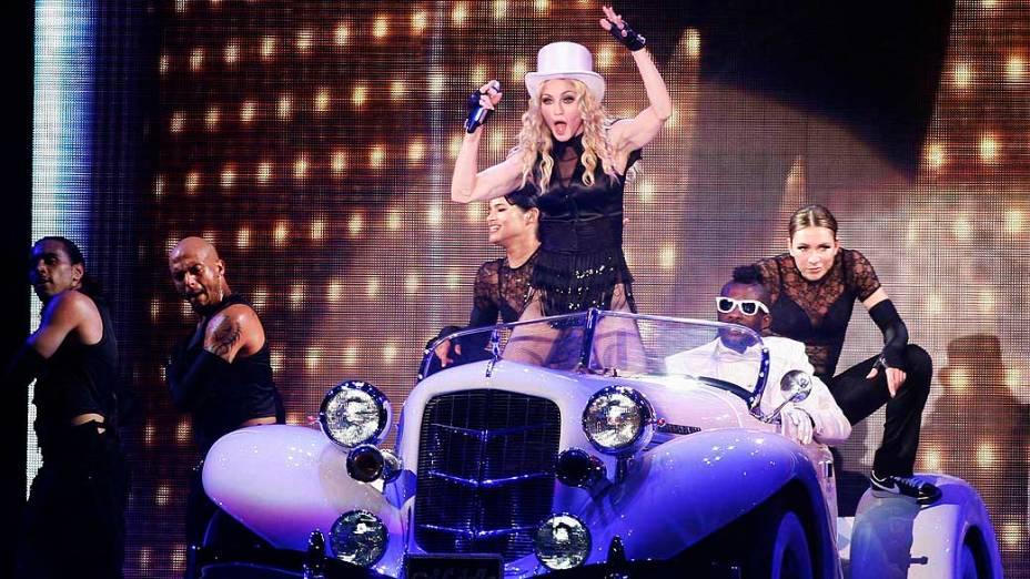 Madonna durante a turnê Sticky and Sweet em Valencia, em 2008