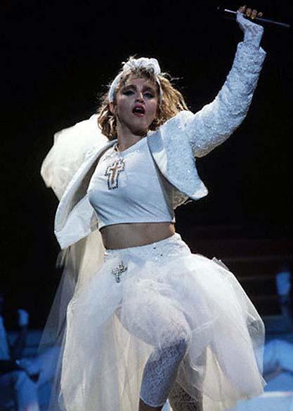 """Madonna durante """"The Virgin Tour"""" em 1985"""