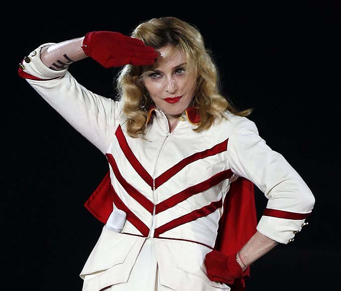"""Madonna durante apresentação da turnê """"MDNA"""" em Nice, França, em 2012"""
