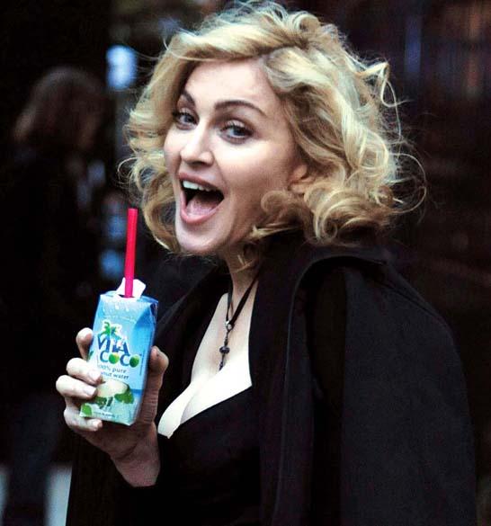 Madonna com a água de coco Vita Coco